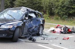 Motorrijder in kritieke toestand na botsing met auto in Sint Hubert