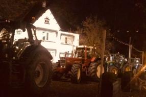 '80 tractoren voor de deur van vergadering CDA Gelderland'