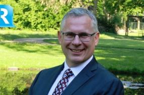 Wethouder Marc Budel onthuld herinneringsbord in Rheden